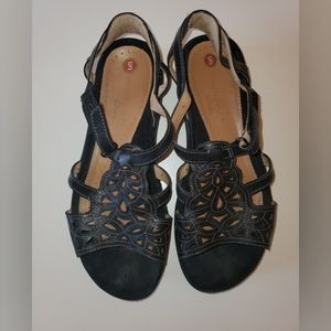 Clarks Unstructured Woven Black Leather Sandals